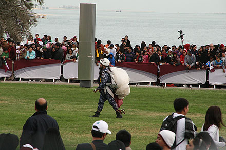 Parachutist landed